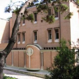 Casa domus aurea centro di spiritualita 39 roma roma for Compro casa roma centro